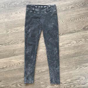 3 for $20🌼 Talula Manhattan Acid Wash Leggings